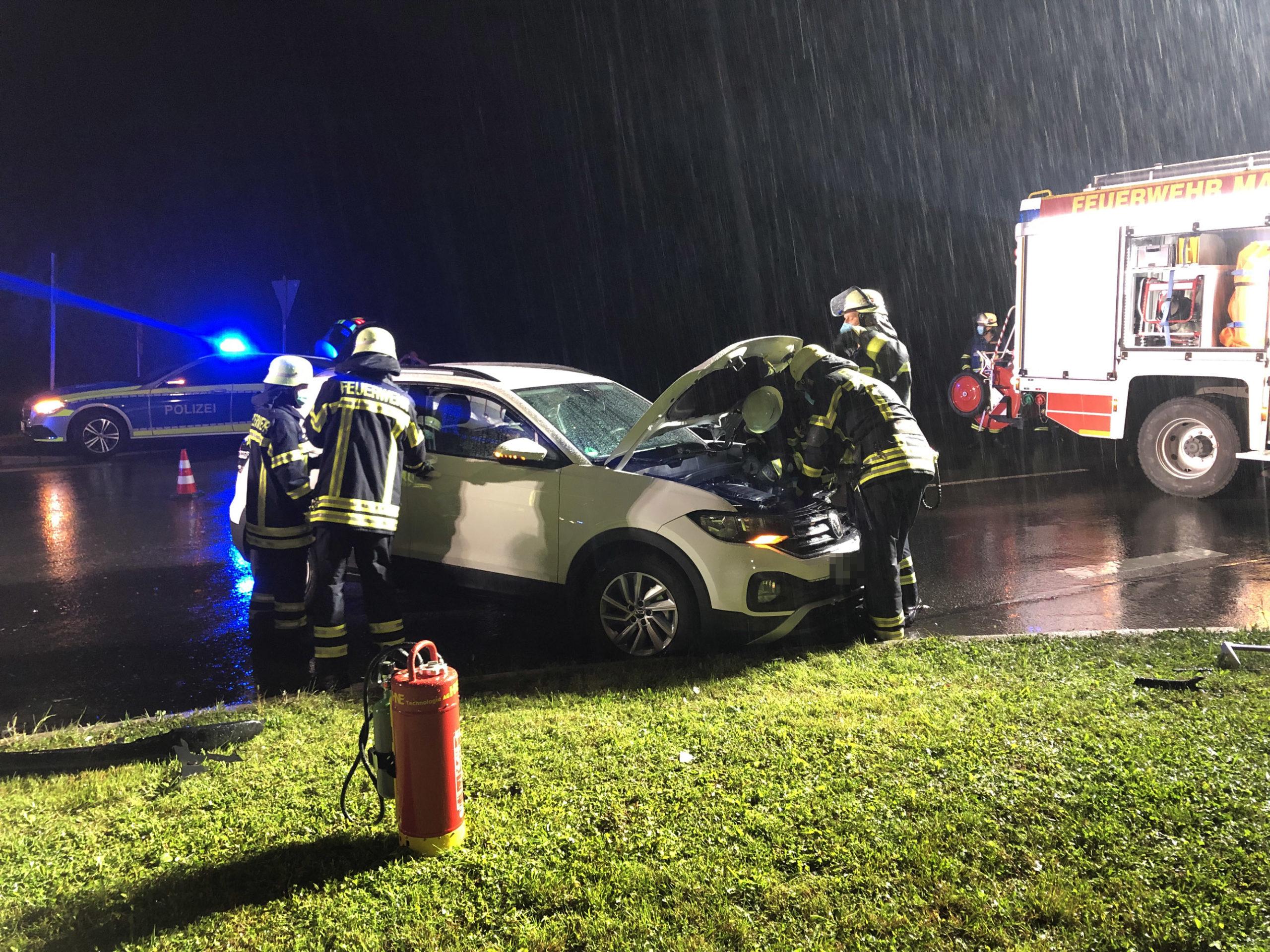 H 1 VU – Verkehrsunfall mit zwei PKW vor Feuerwehrhaus